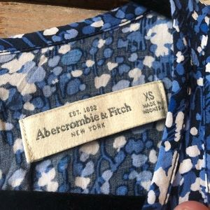 Abercrombie & Fitch Tops - Abercrombie & Fitch XS Peplum Blouse Blue Floral